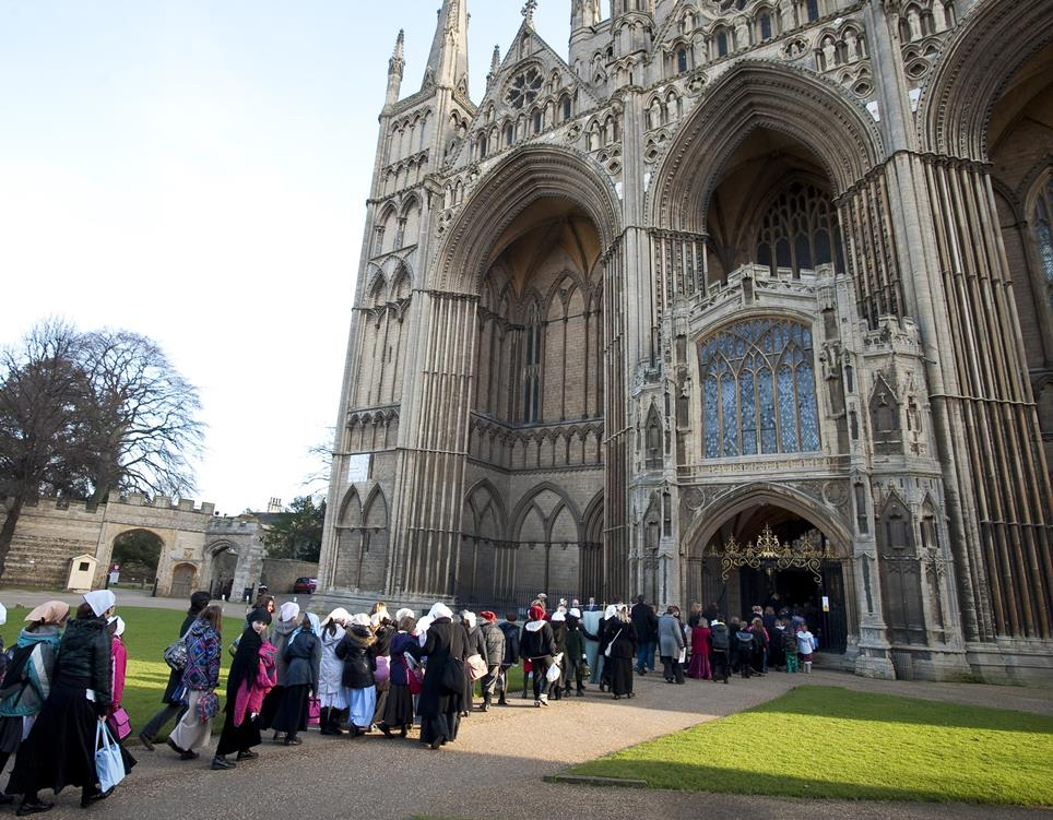 Children arriving at the Cathedral